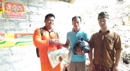BPBD Kabupaten Buleleng Serahkan Bantuan Sembako Untuk Korban Longsor